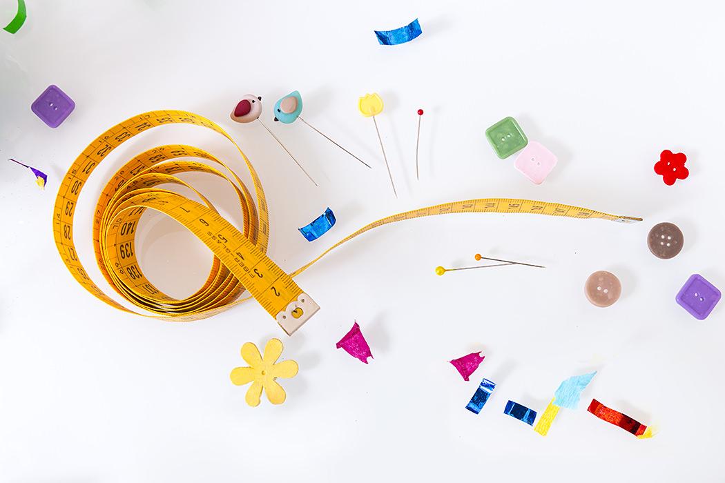 Centimetro da sarta, aghi personalizzati, bottoni